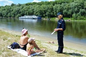 Рятувальники пильнують прикарпатців, які приходять відпочивати до водойм